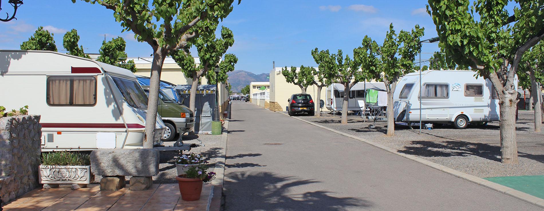 calles amplias y espaciosas para plazas de caravana en castellon