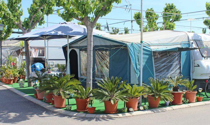 Todo el equipamiento para campistas, plazas de caravana limpias y preparadas muy espaciosas en la playa de Moncofar Castellon